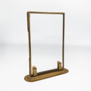 Doppelglas Bilderrahmen aus Metall von Madam Stoltz in Hochformat. Aufsteller Bronze.