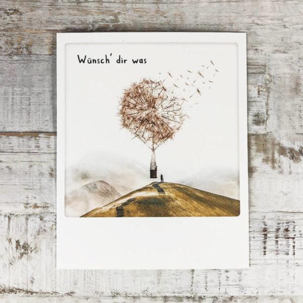 """Polaroid Karte mit Aufschrift """"Wünsch dir was"""" und Pusteblume-Heißluftballon."""